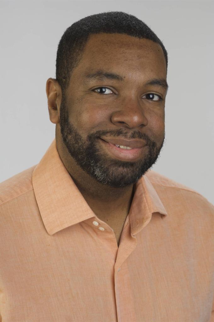 Sowande Tichawonna, Photographer/Editor
